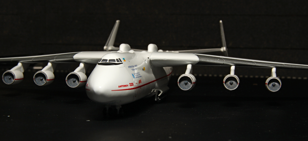http://www.flightlineimages.com/an-225/an-225-011.jpg